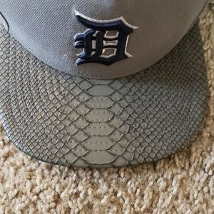 Texterured bill Detroit Tigers Strap Back